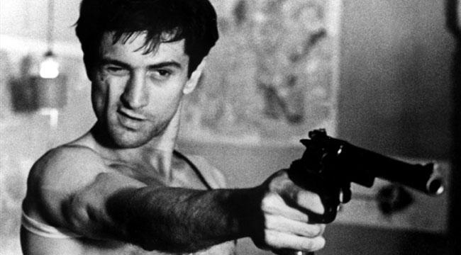 Роберт Де Ниро с пистолетом